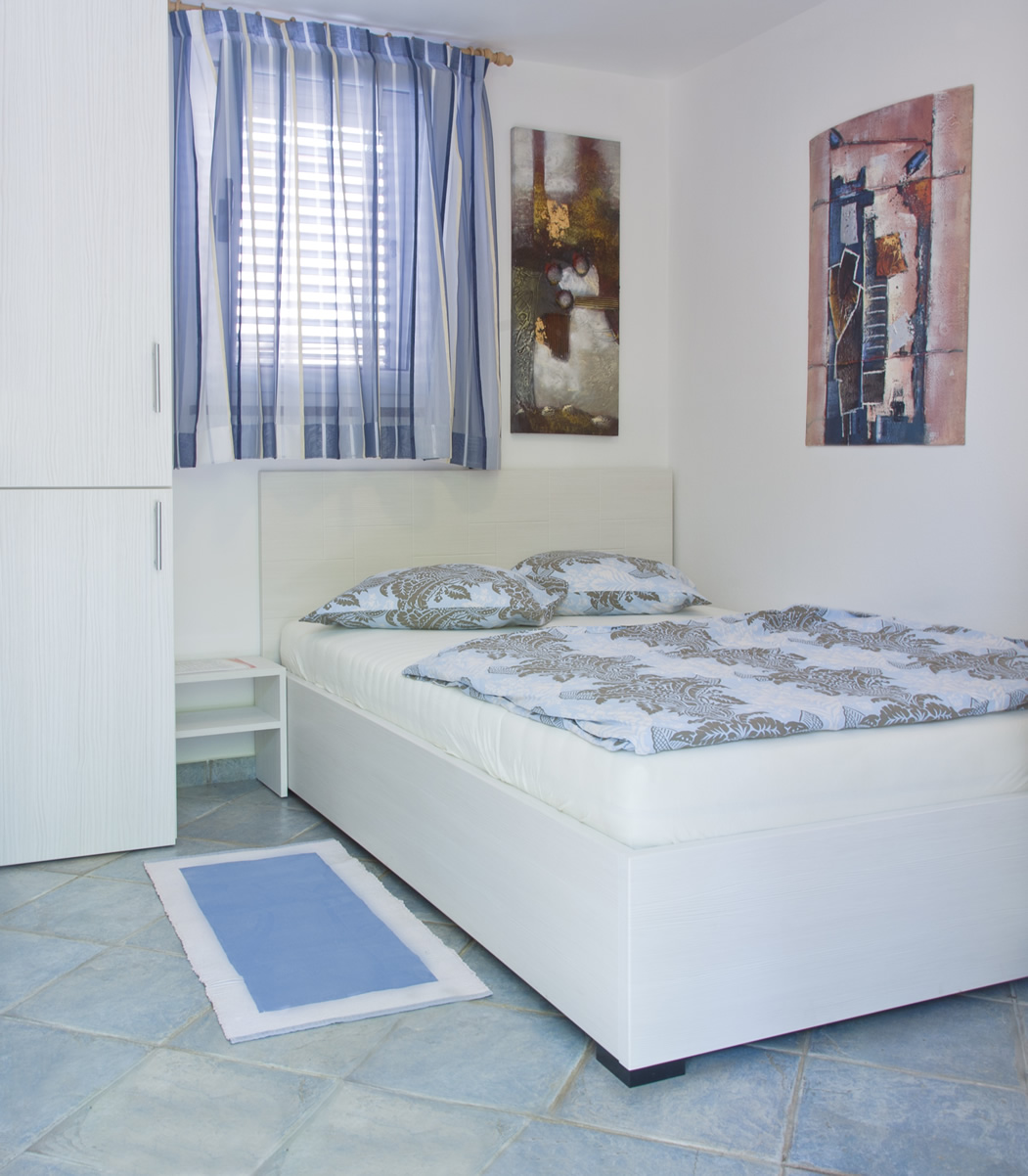 ber das ferienhaus jacuzzi garden. Black Bedroom Furniture Sets. Home Design Ideas